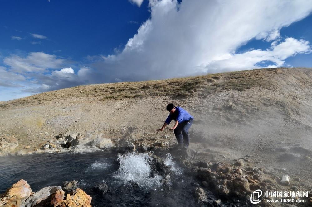 阿里的曲谱水热爆炸与达 格架 喷泉 曲谱水热爆