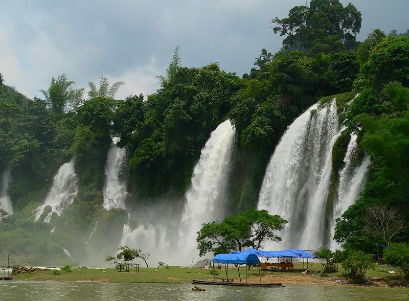 壁纸 风景 旅游 瀑布 山水 桌面 800_589