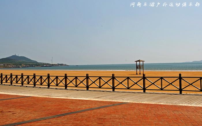 aaaa级景区的金沙滩位于青岛的黄岛开发区,南濒黄海,呈月牙形东