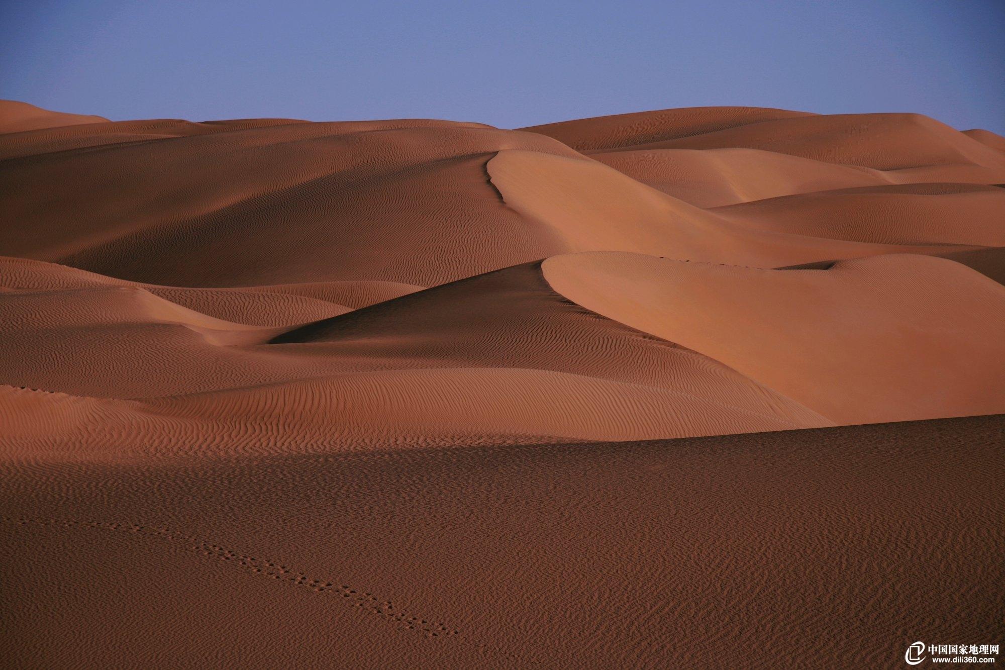 沙漠地理游—穿越塔克拉玛干沙漠的塔里木沙漠公路