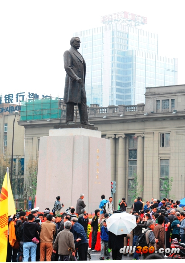 孙中山铜像重回南京新街口广场今天上午九点揭幕(组图