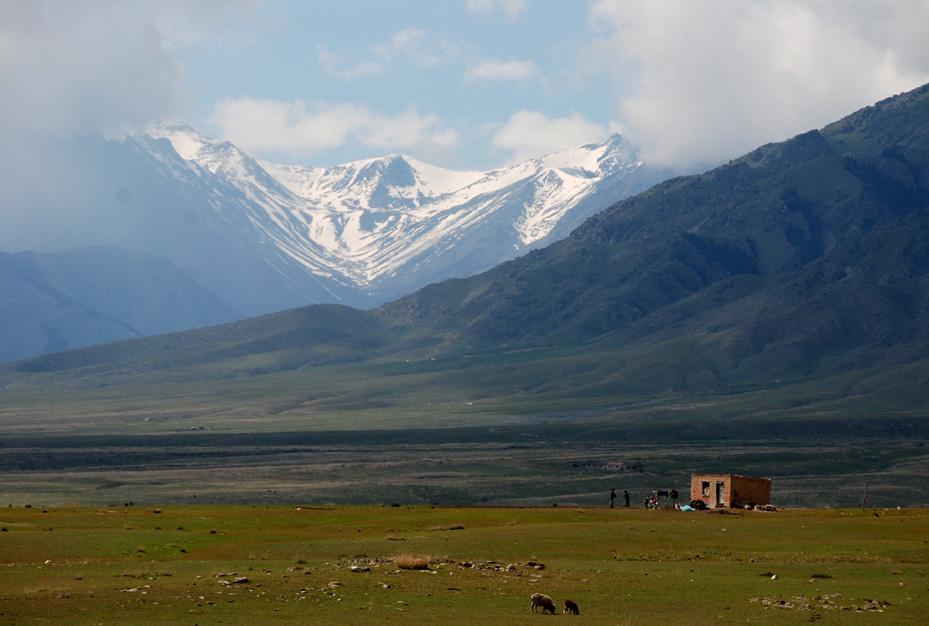 中哈边境上的风景区-阿尔夏提-博斯塔那蒙古族自治州.