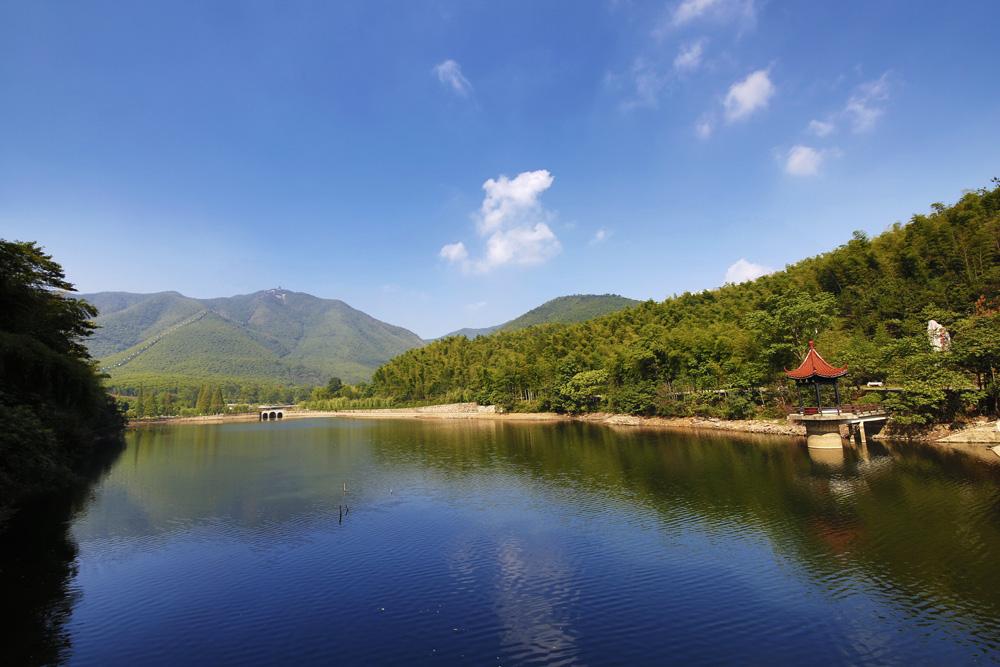 宜兴竹海-宜兴竹海风景区位于江苏省宜兴市区西南31的