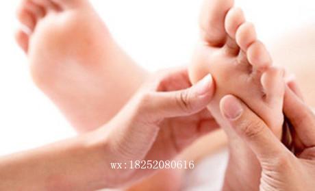 因此脚底或手掌发现长痣千万不要按压刺激